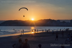 Santos Sunset (Stefan Lambauer) Tags: sunset praia beach mar sea people city orla sky paraglider flight colors pordosol stefanlambauer santos brasil brazil 2017 paramania sãopaulo br