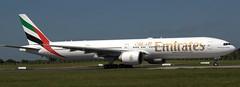 Boeing 777-31H A6-EBM (707-348C) Tags: dublinairport eidw dub airliner jetliner boeing boeing777 b77w a6ebm b773 emiratesairlines uae emirates collinstown dublin passenger