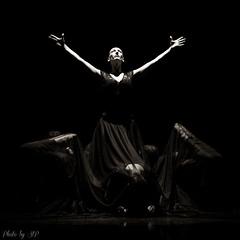 Reine de la nuit (stephane_p) Tags: pentax blackandwhite blackwhite bw dance danse monochrome nb noirblanc noiretblanc spectacle sigma1835 k3