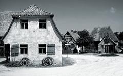 Landleben - Country Life (Bernd Kretzer) Tags: dorf village freilandmuseum bad windsheim schwarzweiss blackwhite franken franconia nikon afs dx zoomnikkor 1855mm 13556g