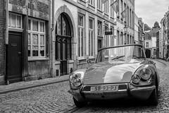 Das Auto (Carlos Lacano) Tags: bw street black white old maastricht carlos lacano netherland oldtimer car touit1832 zeiss
