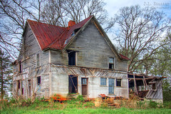 Abandoned Farmhouse (J.L. Ramsaur Photography) Tags: jlrphotography nikond7200 nikon d7200 photography photo rockislandtn middletennessee tennessee 2017 engineerswithcameras cumberlandplateau photographyforgod thesouth southernphotography screamofthephotographer ibeauty jlramsaurphotography photograph pic tennesseephotographer rockislandtennessee tennesseehdr hdr worldhdr hdraddicted bracketed photomatix hdrphotomatix hdrvillage hdrworlds hdrimaging hdrrighthererightnow americanrelics beautifuldecay fadingamerica it'saretroworldafterall oldandbeautiful vanishingamerica abandoned abandonedplacesandthings abandonedneglectedweatheredorrusty abandonedfarmhouse rust rusty weathered old wondersofoxidation rustystuff ruralsouth rural ruralamerica ruraltennessee ruralview oldbuildings structuresofthesouth smalltownamerica architecture house farmhouse home oncewasahome abandonedhouse abandonedhome