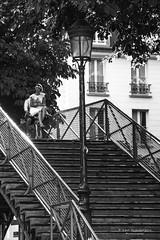 Les amoureux à bicyclette... (Photoeric_) Tags: women pont femme canon canon6d 6d monochrome noiretblanc canal saintmartin velo fleur bouquet reverbere bicyclette