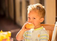 Gnam! (JackX91) Tags: bimbo child breakfast colazione young youth giovane luce light gold oro pane cibo beauty eyes occhi bellezza bambini