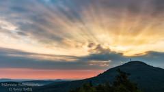 The sun is shining through the clouds (Bilderweise Hobbyfotografie) Tags: sun sunbeams sunrise tannenberg jedlova maly stozec kleiner schöber lausitzergebirge lužické hory czech republic clouds berg mountain colors