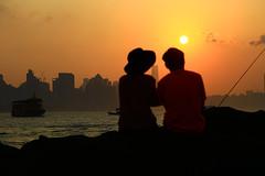 黃昏的一段記憶    A memory of sunset moment (C. Alice) Tags: two lover color city people water sea orange sun sunset boat shadow cloud sky beach seashore 2017 hongkong summer canonef24105mmf4lisusm canoneos6d eos6d canon 24105mm favorites60 aatvl01