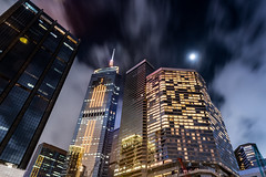 Hong Kong (drasphotography) Tags: hongkong hong kong china nightshot night nachtaufnahme notte long time exposure langzeit aufnahme drasphotography nikon nikkor2470mmf28 d810 architektur architecture skyline sky cielo himmel looking up city città urban moon luna mond