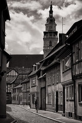 Streets of Bad L. (Jüdengasse) (uhx72) Tags: bw sepia architecture badlangensalza thuringia thüringen germany clouds town tower medieval classic church marktkirche