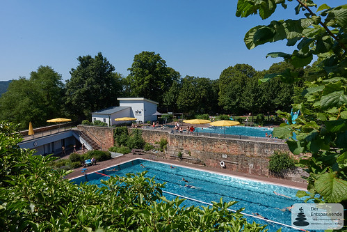 Schwimmbad neben Burg-Jugendherberge Altleiningen