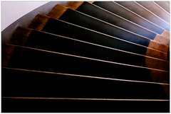 Abgang – exit (frodul) Tags: hanover cityhall stairs step treppe abgang aufgang hannover niedersachsen deutschland abstrakt stufen linien rathaus