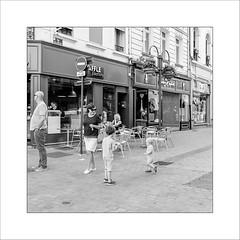 Indifférence ... (Panafloma) Tags: arras streetphoto streetphotography hautsdefrance france fr personnes bw monochrome noiretblanc noiretblancfrance