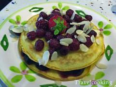 pancakes con frutta fresca (travelcooking) Tags: pancakes ricetta colazione delizioso fattiincasa recipes delicious homemade