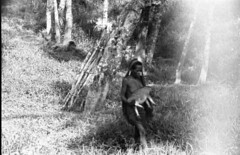 IrianJaya-5-405-006 (Melanesian cultures) Tags: mamberamo ubrub ilaga amgotro hollandia papua irianjaya nieuwguinea meervlakte baliem francisanen franciscaan wisselmeren jaren50 vijftigerjaren nederlandsnieuwguinea papoea zusters broeders