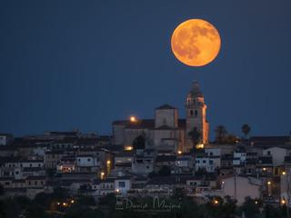 Luna llena Montuïri, alineación campanario
