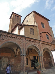 2016.09.10.136 BOLOGNE -  Basilique San Stefano, Cour du Pilate (alainmichot93 (Bonjour à tous - Hello everyone)) Tags: 2016 italie italia emilieromagne bologne bologna architecture rue via street place piazza basilique église church chiesa basiliquesanstefano courdupilate arcade clocher campanile