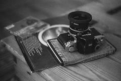 Mood. (35mm)   Exp. 06/1990 Kodak Tri-X Pan 400. (samuel.musungayi) Tags: canon f1 50mm fd film analog argentique pellicule pelicula 35mm 24x36 135 monochrome noir blanc black white bw candid life photographie photography fotografia samuel musungayi samuelmusungayi kodak trix pan 400 expired camera gear lens nikon f2 photomic nikkor home