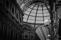 Milano: Dettagli... (Mario Pellerito) Tags: canon eos 60d 18135 milano milan italie italy galleria art angle angolo pov pof mariopellerito monochrome dettagli bw