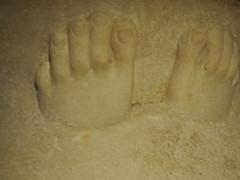 Musée national du Liban (Beyrouth) : les pieds en éventails, dans la mort... gisants de Saïda (Bagolina) Tags: gisantdesaïda sidon mort muséenationalduliban liban beyrouth