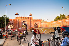 1488 - Street Scene in the 'Pink City' - Jaipur, Rajasthan, India (@ris_@bdullah ) Tags: jaipur india building landmark people trishaws street outdoor pink city