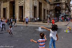 Bolle di sapone (Gian Floridia) Tags: milano piazzaduomo bimbi bolle bubbles gioco kids play sapone soap