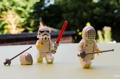 Mauvais perdant (Yoann!) Tags: mauvais perdant lego legography afol minifigs minifigurine minifigure mfs minifigures minifigurines minifig stormtrooper troopers trooper star wars sith escrime bad sore loser fencing sabre laser funny fun toys toy