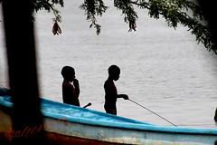 Pequeños pescadores (angelmarioksherattoflores) Tags: pescadores oceánopacífico pobreza trabajoinfantil chiapas méxico