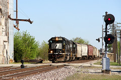 NS 6698 @ Lodge, IL (Michael Polk) Tags: norfolk southern sd60 ns wabash lodge illinois searchlight dwarf signal grain elevator freight train central