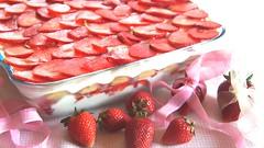 Tiramisù alle fragole, dolce elegante, fresco e lussurioso. (Moondoinfo) Tags: cibo dolce fragole ricetta tiramisù