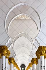 (ilConte) Tags: uae abudhabi unitedarabemirates emiratiarabiuniti moschea moswue sheikhzayedgrandmosque architettura architecture architektur perspective prospettiva