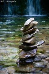 Steine / Stones (R.O. - Fotografie) Tags: steine stones kunst art wasser water wasserfall waterfall natur nature panasonic lumix dmcfz1000 dmc fz1000 fz 1000 rofotografie nieheim germany nrw