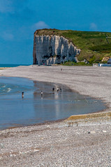 Veulettes-sur-Mer (Tony Shertila) Tags: 20170422132842 veulettessurmer normandie france europe normandy coast outdoor town beachhut cliff chalk tourist sky wather day clear blue structure paysdecaux englishchannel water sea fra