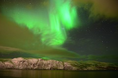 An Aurora like a flash | Norway (Photography by Eric Hentze) Tags: nikon d7100 outdoor 2017 erichentze travel nautrephotography natur norway arctic arktik arciticnorway deepnorth northnorway norwegen light night mountain water sea landscape flickrtravelaward green aurora auroraborealis aurorapolaris finnmark alta heavy sky ice snow outdor flash langfjord