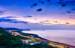 西岸風采(DSC_3716) (nans0410(busy)) Tags: taiwan newtaipeicity bali beach sunset sky cloud cartrack hightway lighting scenery outdoors 台灣 新北市 瑞平國小 西濱公路 夕陽 車軌 林口區
