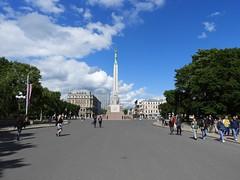 26 giu 2017 - Riga - Monumento alla libertà (1) (Thelonelyscout) Tags: riga lettonia latvia blackheads three brothers