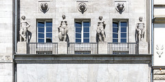 statues (bilderkombinat berlin) Tags: ⊙2017 fassaden facade statues windows balcony berlin charlottenburg europa germany deutschland kurfürstendamm day daylight 2d 21