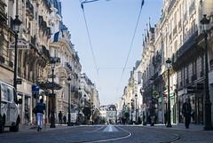Amanece en Orleans (harold.barahona) Tags: orleans francia france day dia street calle tren metro tranvia people gente