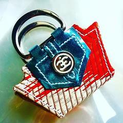Let get glamorous this season.   #artoffashion #bjddoll #england #china #beijing #hongkong #dubai #dollkingdom #dollart #minibag #miniaturebag #dollphotography #handbag #gorgeous #iloveit #elegant #handmade #madeinengland #ilovemyemperis #emperisdolls #pa (fetique+clinique) Tags: instagramapp square squareformat iphoneography uploaded:by=instagram clarendon