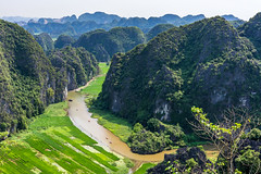Tom coc in Vietnam (ChenLiang0729) Tags: 越南 vietnam 寧平 陸龍灣 muacaves tomcoc 自然 naturelandscape naturebackground naturevietnam mountains mountainscape river amazing limestone 風景 石灰岩山 河流