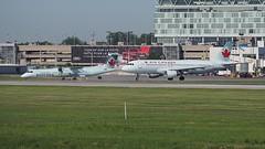 P6241131 TRUDEAU (hex1952) Tags: yul trudeau canada airbus aircanada a320