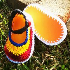 #sapatinhos #alternativebaby #crochê #crochet #vidaviva #cores (nanahayne) Tags: cores crochet alternativebaby sapatinhos vidaviva crochê