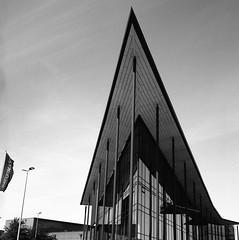 TV-huset (rotabaga) Tags: sverige sweden svartvitt göteborg gothenburg hisingen lindholmen lomo lomography lubitel166 tmax100 twinlens 6x6 120 mellanformat mediumformat blackandwhite bw bwfp