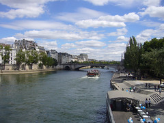 Things I see while riding my bike around Paris 694 (Rick Tulka) Tags: paris riverseine building outdoors