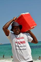 Dos Piores, o Melhor. (fabian.kron) Tags: ambulante picolé praia copacabana rio rj sorvete ice cream