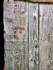 Del tempo che passa, dell'amore che resta (Lumase) Tags: door old wood carving love heart