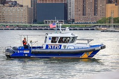 NYPD Boat (Jemlnlx) Tags: canon eos 5d mark iv 4 5d4 5div new york city state nys nyc queens borough long island macys macy fireworks display july 4th 2017 fourth nypd boat