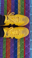 #out of #Champions #Juventus #RealMadrid #calcio #soccer #football #Italy #Spain #shoes #yellow #colours (! . Angela Lobefaro . !) Tags: spain football realmadrid colours juventus calcio shoes italy yellow champions out soccer bold rainbow feet piedi