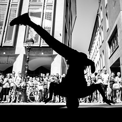 Freiburg, Germany. 2017. (Boris Thaser) Tags: 11 athlet bboy bboying bewegung breakdance breakdancer creativecommons deutschland erwachsener explore flickr floorlegendz freiburg fujix70 fujifilmx70 fusgängerzone germany jugendlicher mann menschen sw schattenbild schattenriss schwarzweis silhouette sportler stadt strase strasenfotografie streetphotography szene tanzen umriss adolescent adult athlete bw blackandwhite candid city dancing dynamic dynamisch man motion movement pedestrianprecinct pedestrianzone people scene shape street streettog teenager tog ungestellt unposed