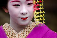 (..Serendipity..) Tags: japan kyoto gion gionkobu hanamachi geisha geiko maiko kanikakunisai gionshiragawa oshiroi makeup kimono nihongami people portrait wareshinobu eriashi kanzashi shidare momiji tama mamekoma 豆こま