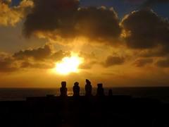 Atardecer_isla_pascua (ruben25x12) Tags: isladepascua easterisland easter polinesia polynesia moai islapajaro orongo ranoraruka marae cultura akivi hangaroa chile anakena
