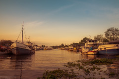 Peaceful sunset (Mariano Colombotto) Tags: puertodefrutos tigre buenosaires atardecer sunset colours colorful river rio ships boats barcos nikon travel viaje trip photographer photography infinitexposure autofocus greatphotographers